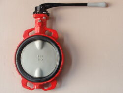 Uzavírací klapka-mezipřírubová ,série 600 ,verze B ,DN-125 ,PN-16 ,(voda).-Uzavírací klapka-mezipřírubová, série 600 verze B ,DN-125 ,PN-16 ,(pro vodu ). Ovládání ruční pákou, matr.tělesa : GG 25, manžeta: EPDM , talíř: GGG 40 . ATEST na pitnou vodu dle vyhlášky č. 409/2005. Připojení - stavební délka dle DIN 3202-K1, ISO příruba PN6/10/16 .