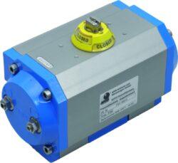 Pneupohon-jednočinný  PE 50-08, (347,4-196,2 Nm / 6 bar )-Pneupohon -JEDNOČINNÝ, moment při tkau 6 bar 0°=347,4 Nm / 90°=295,0 Nm ; pružina -moment: 90°=248,6 Nm / 0°=196,2 Nm .Pracovní médium - tlakový vzduch  ( 2-8 bar ) , pro polohu otevřeno nebo  zavřeno .Ovládací momenty / rozsah: 5 - 2500 Nm, pracovní úhly rozsah: 90°, 120°, 135°, 150°, 180°, 240° .Teplotní rozsah:  od -20°C ...do +80°C ,( spec.provedení  -40° do +150° ).