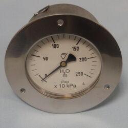 03375                                                                           -Membránový tlakoměr vodotěsný se zadním přípojem a přední přírubou. 03375  M20x1,5