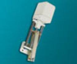 servopohon série K 3035.-Servopohon táhlový (klapkový), typ K 3035, ( 3500 Nm ), rychlost přestavení 1,5 mm/s., zdvih: 300 mm., váha 13,2 kg. Ovládací napětí : standard 230V,50 (60)Hz, max.70 VA, IP 54. Synchronní motor na střídavý proud, s ochrannou proti zkratu, jednopólový, reverzní 230V ± 10%, 50/60 Hz ± 5%,  100% nepřetržitý chod . Udržování velmi vysokého točivého momentu prostřednictvím samozajišťovací hřídele.Startovací a zastavovací doby v řádu milisekund. Nestandardní zdvihya speciální délky: 450, 600, 750, 1100 mm. -dostupné na požádání.