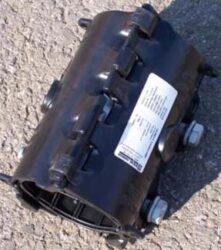 Easiclamp DN-80-Opravná objímka (třmen) dvoudílná typ. Easiclamp, DN-80 ( min./max. 92,3 - 103,0 ). Určeno pro opravy obvodových lomů, korozních děr, podélných trhlin potrubí.