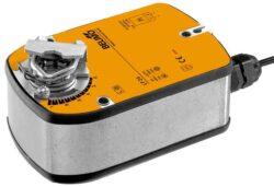 LF-Pohony s pružinovým zpětným chodem typové řady LF (4 Nm) s připojovacím kabelem s mechanickou havarijní funkcí do cca 0.8m2, univerzální třmen 8...16 mm.